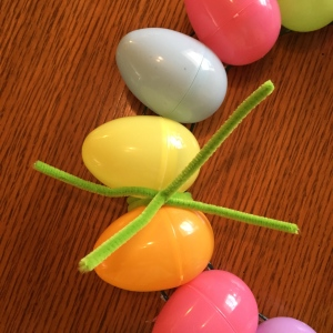 Easy DIY Easter egg wreath